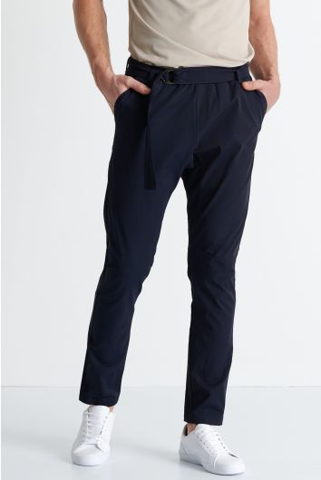 Tapered ergonomic trousers